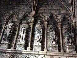 Statues à l'entrée