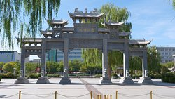 Beautiful Park Gateway next to Dafo Temple entrance.