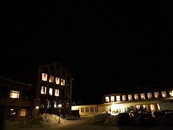 夜は周りはとても暗くなるので、ホテル前の公園からでもオーロラ観測が(運が良ければ)可能です。