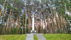 Памятник - место основания первого золотого рудника в России, Берёзовский.