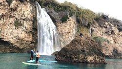 Ruta en Paddle Surf. Playa de Burriana-Cascada de Maro. Todo el año. Educare Aventura NERJA