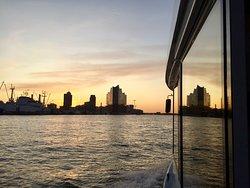 Abendfahrt im Hamburger Hafen