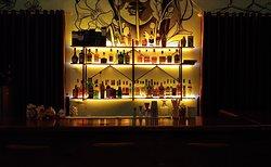Quầy bar có  tương đối các loại rượu cho khách thưởng thức!
