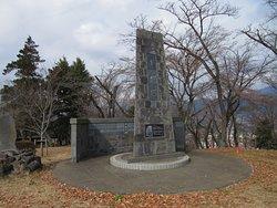 山頂には忠霊塔も有ります。