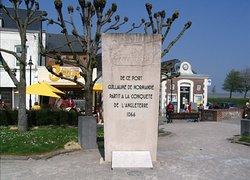 Saint-Valéry - Ville Basse, donnant sur port de Saint-Valéry, entre Quai Perrée & Quai Blavet, hommage à Guillaume