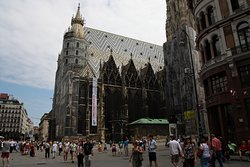 A huge cathedral in the Old Town. Special roof tile, beautiful and impressive, impressive structure in its outer shape, amazing space, both outside and inside, recommended !!!!