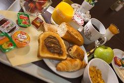 Petit déjeuner buffet à l'hotel inn de Sedan