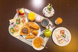Petit déjeuner sur plateau livré dans votre chambre,