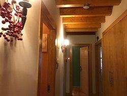 Un pequeño pasillo para acceder a las habitaciones