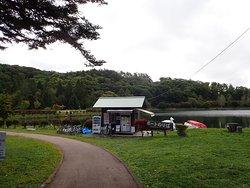 長野県茅野市にある灌漑用のため池である蓼科湖の畔にあるレジャー施設です。