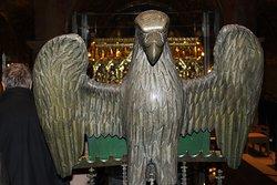 Poggialibro a forma di Aquila