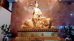 The Puxian Buddha statue at the main prayer hall