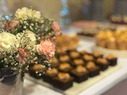 Słodkie i słone bufety w ofercie przyjęć okolicznościowych