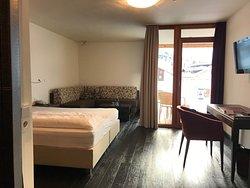 Doppelzimmer Classic mit Blick zum Dorf