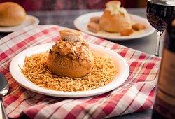 """Deliciosas """"Sopas no Pão"""" recheadas com as mais diversas opções. Não deixe de provar essa delícia!"""
