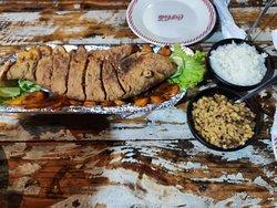 Peixe vermelho frito delicioso