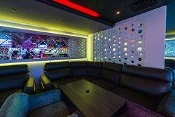 Большой зал на 100 человек, оснащен звуковым оборудование NEXO, большой сценой и танцполом.