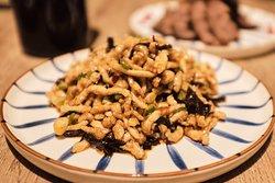 Yu Xiang Rou Si Lomo de cerdo al corte fino con un toque dulce y picante.