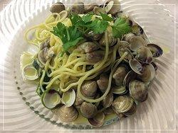 Spaghetto con le vongole e crema di mare