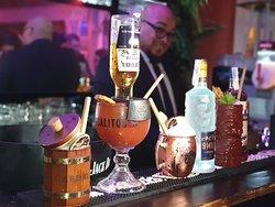 En nuestra barra de cocktelería podrás encontrar los más deliciosos cócteles preparados por nuestro Barman
