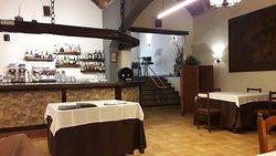 Interior del restaurante. zona de barra
