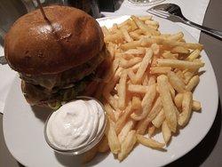 Cheeseburger+Pommes