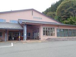 鹿教湯温泉街にある施設です。