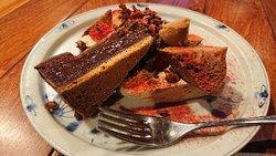 前菜、フォアグラ牛蒡クリームとコンソメ飴かけ、鯖と茗荷のテリーヌ、ヌガーグラッセ