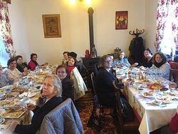 Ankara'dan misafir gelen Cumhuriyetçi Kadınlar Derneği'nin değerli üyelerini ağırlamanın ve Kars ve Şehr-i Kars'dan memnun göndermenin onurunu yaşadık. Yolunuz hep açık ve aydınlık olsun🌸🌺🌼🍀