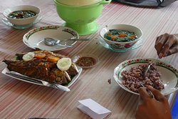 Chembos restaurant, Borong (Ruteng)