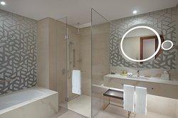 Deluxe Two-Bedroom Master Bathroom