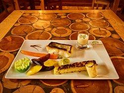 Filet de lieu jaune, sauce citron et aneth, pommes paillasson, carottes pourpres et poireaux grillés