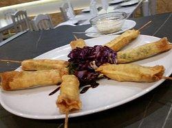 Crujiente de langostino con salsa de miel y mostaza