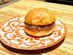 美味しいワインとハンバーガー「Viva la Burger」