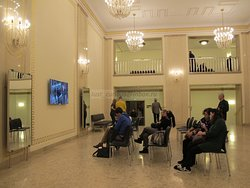 Wiener Staatsoper, Gallery seats - foyer; cloak-room accepting bags to the right