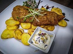 SALUS Pub - Fish & Chips (Obalovaná treska s hranolkami)