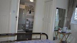 River Thurne Room - En-suite shower room