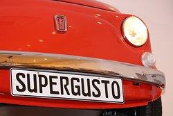 La mascotte de Supergusto notre véritable Fiat 500!