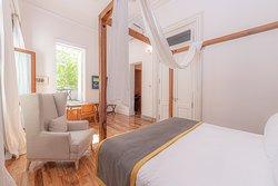 Master Suite con terraza privada.