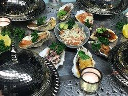 Ausgezeichnete Fisch und Meeresfrüchte Spezialitäten