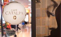 Öğle yemeğinden sonra konforlu bir mekanda kahve içmek isteyenleri Catalpa Cafe-Bar-Lounge 'a bekleriz.☕️ Keyifli dakikalar sizinle olsun.🙏  #bodrum #ortanokta #ortakzevkler #bodrumunkalbi #midtown #avm #alisverismerkezi #bodrumda #bodrumbodrum #indirim #sale #kampanya #cafe #bar #lounge #catalpa #kahve #carsamba