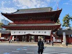 Ворота к храму Зоджоджи