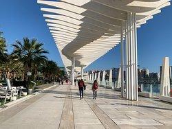 Paseo por Muelle uno de Malaga