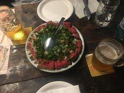 Famosa porção de carne de onça, maravilhosa!  Faça a visita nesse bar incrível luz
