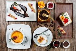 Variedad de postres, desde Torta de Chocolate a Crème brûlée