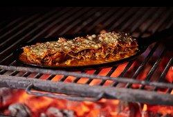 Nosso forno a todo vapor - ou melhor, no FOGO MÁXIMO - para finalizar a lasanha de costela. 🔥 * * #lasanha #cozinhacarioca #brasa #nabrasa #piposp