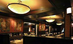 Benny's Chop House, 444 N Wabash Ave - Interior Dining Room
