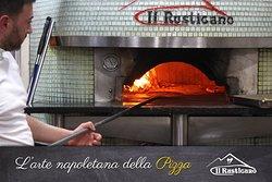 Oggi, nella Giornata Mondiale della Pizza, non potevamo non celebrare una delle forme d'#arte più rappresentative della #tradizione #napoletana 🙌 , che non ha bisogno di presentazioni 😍: la #Pizza! 🍕
