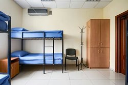 Academ House-это новый Хостел, расположенный в городе Киев на Академгородке. У нас есть все, что нужно для комфортного отдыха. Частная закрытая территория, охраняемая парковка, видеонаблюдение, круглосуточная охрана и оборудованная зона для курения.  Спортзал, современная большая кухня. Ресепшн работает 24 часа без выходных. В хостеле работает бесплатный Wi-Fi.