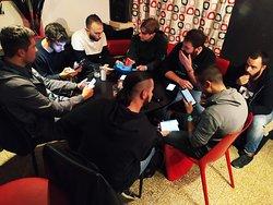 Uno dei tavoli di scontro di un torneo di PokemonGo durante il Lucca Comics and Games 2019